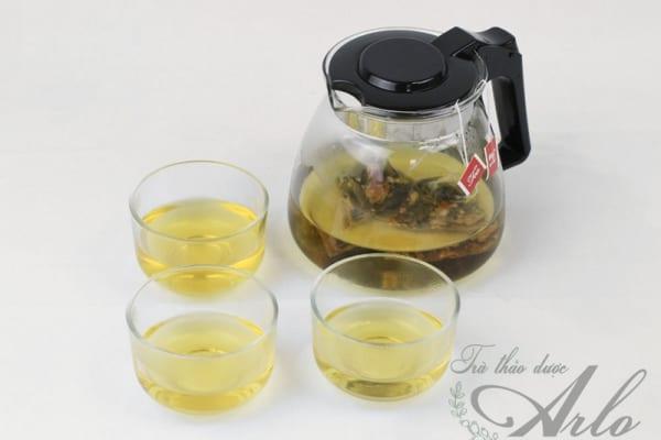 Ấm và tách trà lá sen hoa hồng
