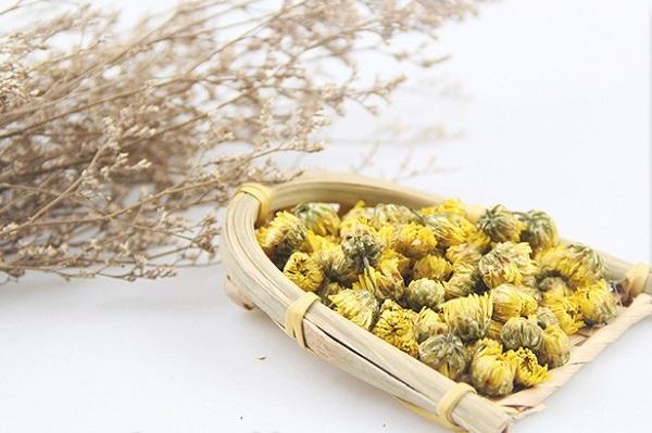 Trà hoa cúc giúp giấc ngủ ngon và sâu hơn