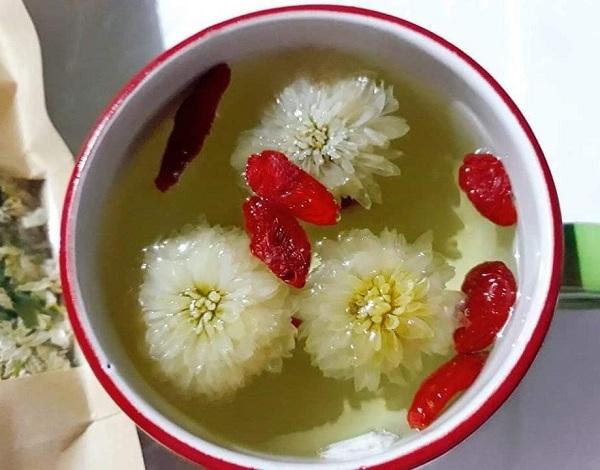 trà hoa cúc thanh nhiệt